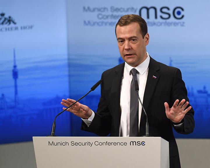 Medvegyev szerint új hidegháború kezdődött