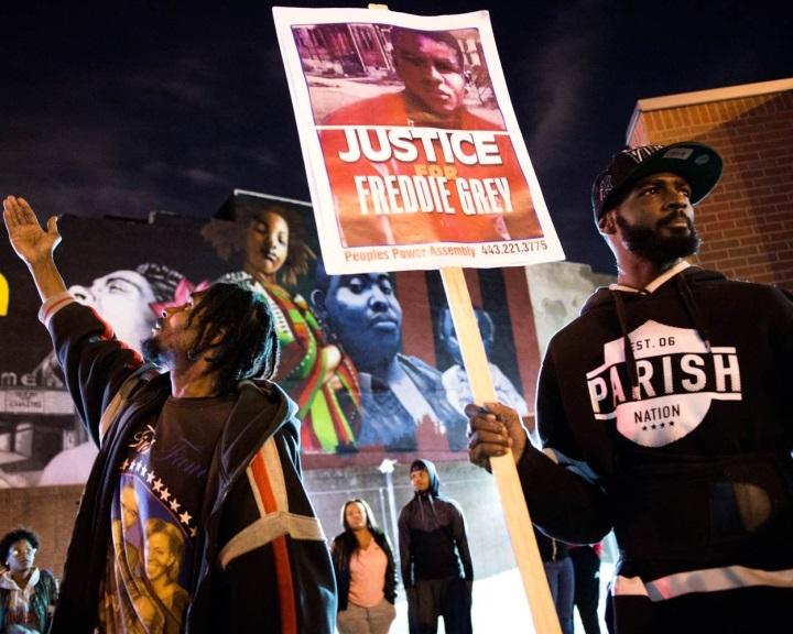 Közösségi platformok segítségével azonosították az amerikai tüntetőket