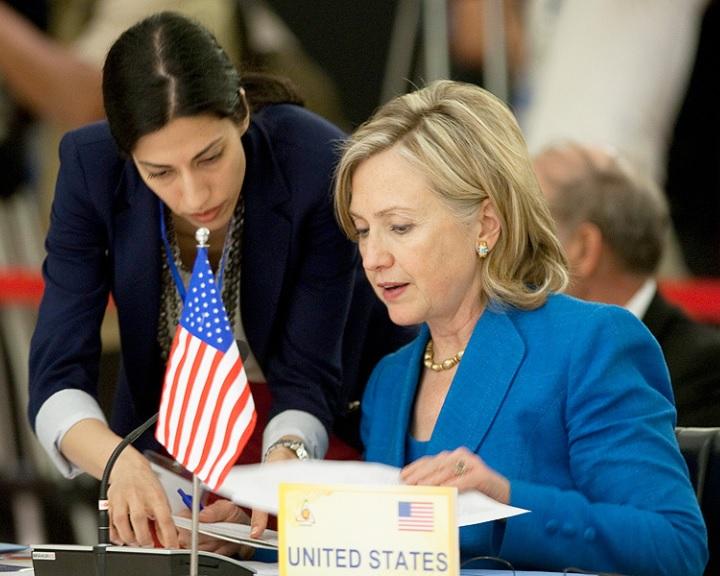 Hillary munkatársai mindig Soros György kedvében akartak járni