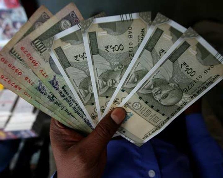 A magas címletű bankjegyek bevonása a mobilfizetés felé tereli az indiaiakat