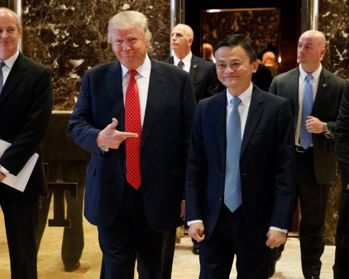 Trump új munkahelyek megteremtéséről tárgyalt kínai és francia üzletemberekkel