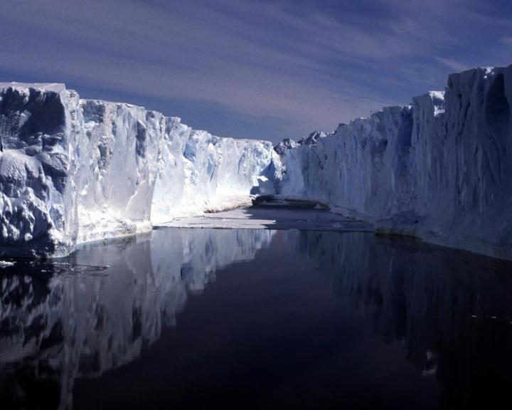 Elektromágneses eszközzel mérik a tengeri jég vastagságát az Antarktisz térségében