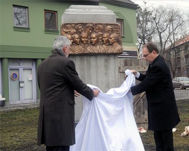 A Szovjetunióba elhurcoltaknak emléket állító domborművet avattak Pécsett