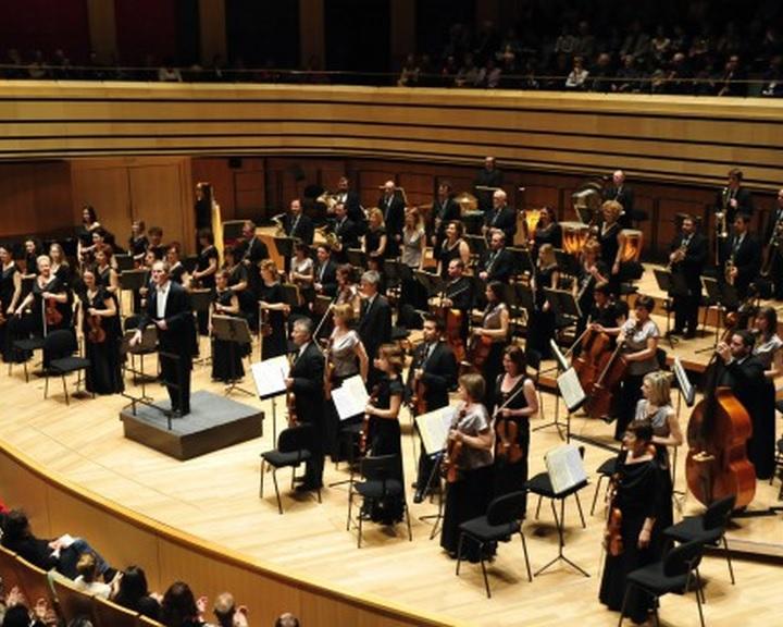 Szuvanai Akiko hegedűművésszel koncertezik a Pannon Filharmonikusok