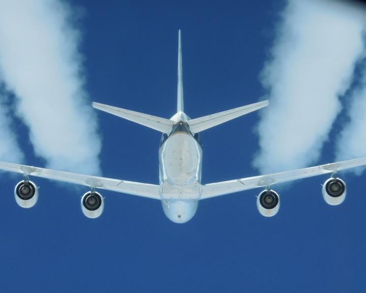A bioüzemanyagok csökkentik a repülőgépek koromkibocsátását