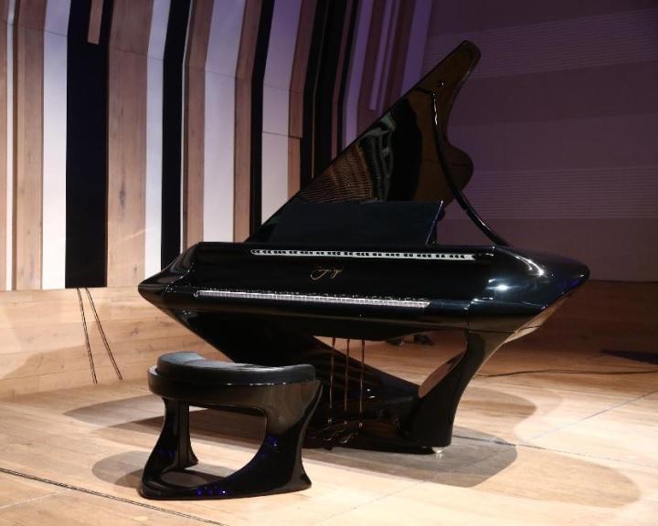 A nagyobbik típusú Bogányi-zongorát kapja a pécsi Kodály Központ