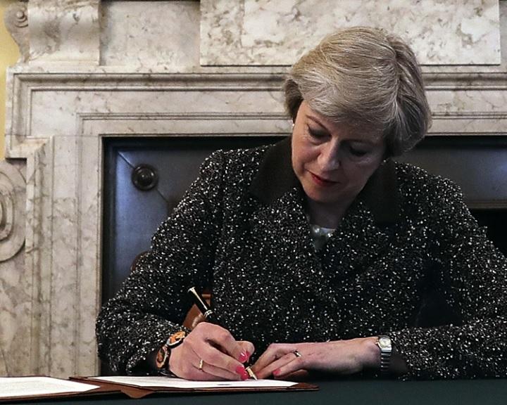 May: Az Egyesült Királyság elhagyja az Európai Uniót