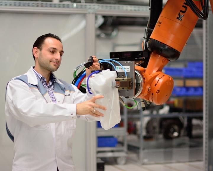 Csapatban is dolgozhatnak a robotok és az emberek
