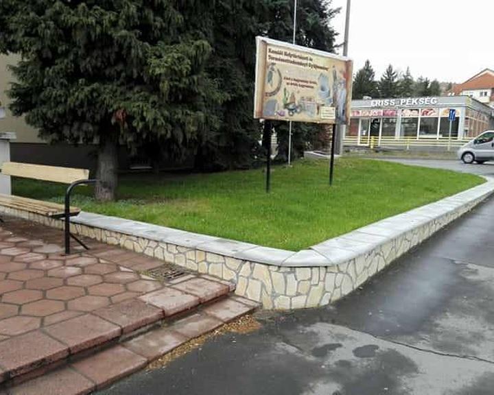 Felújítás a komlói Városház téren