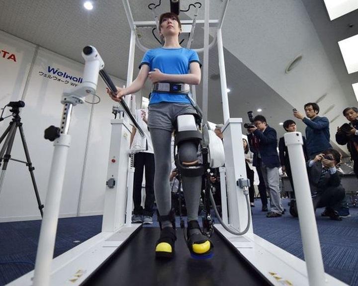 Ápolást segítő robotokat fejleszt a Toyota