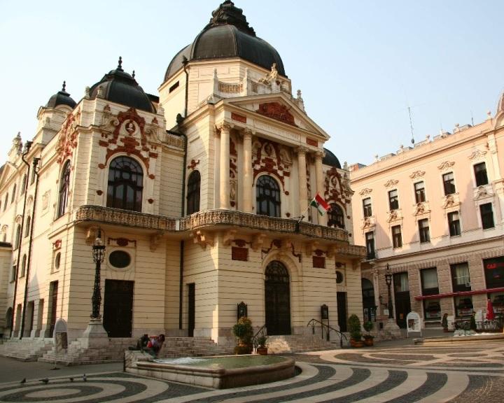 Hat nagyszínpadi bemutatót tervez a jövő évadban a Pécsi Nemzeti Színház