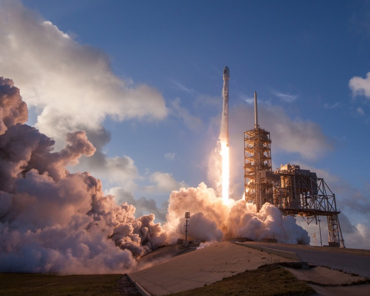 Kémműholdat lőtt fel a SpaceX