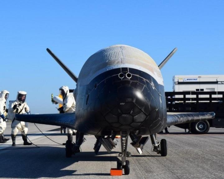 Visszatért a titkos űrrepülő