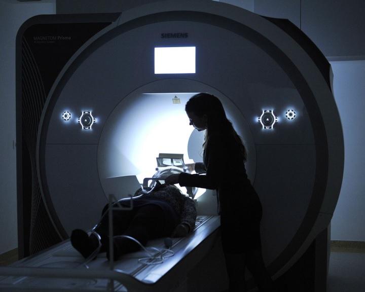 Magyarország legmodernebb MR-készülékét helyezték üzembe a Pécsen