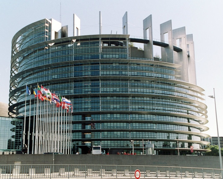 Az EP a hetes cikk szerinti eljárás előkészítését kéri Magyarországgal szemben