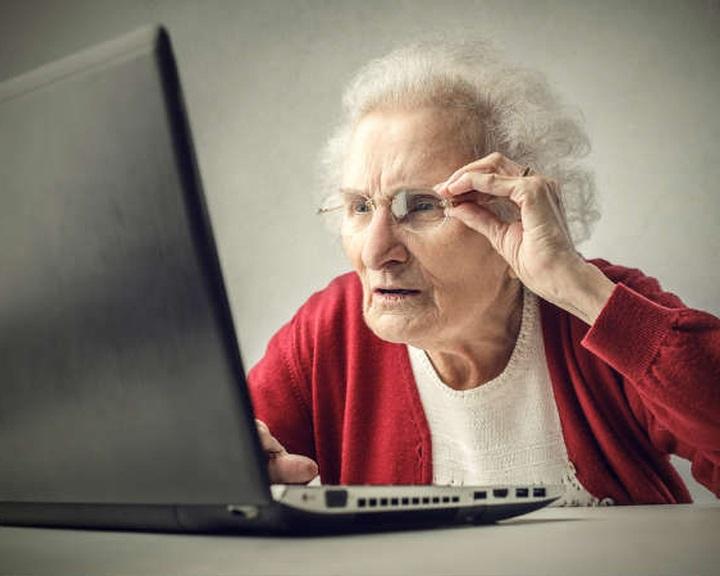 A Facebook és a böngészés érdekli a nyugdíjasokat, nem az informatika