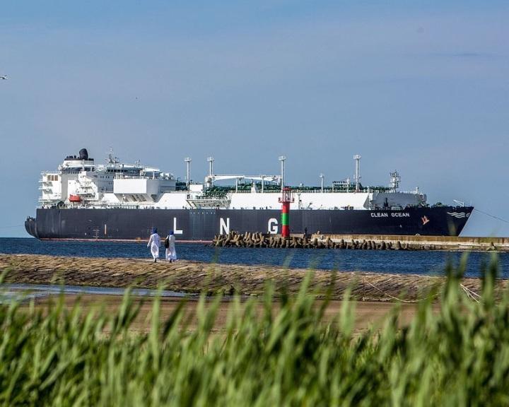 Az első amerikai gázszállítmányt fogadta az észak-lengyelországi Swinoujscie gázkikötő