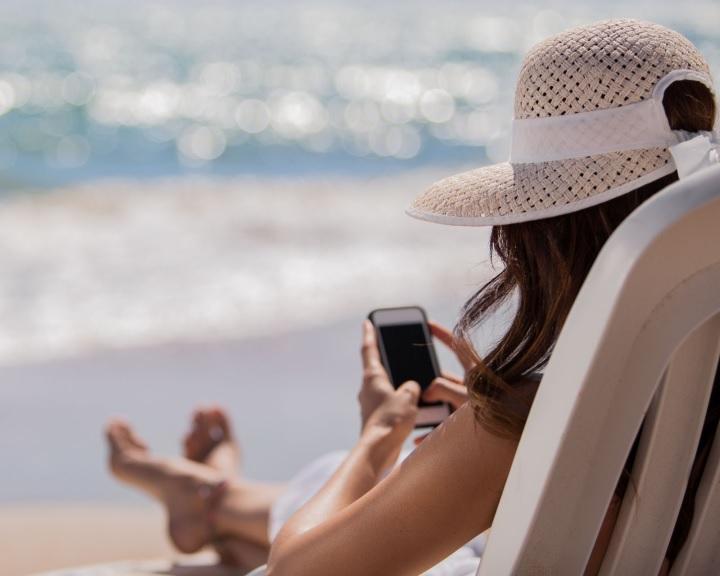 A mai naptól megszűnnek a roamingdíjak az EU-n belül
