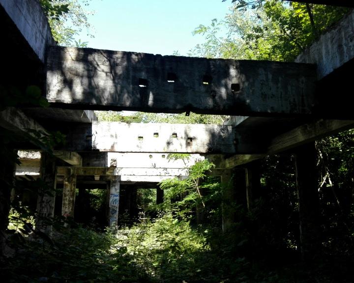Ipari romokból épül közösségi tér Komlón