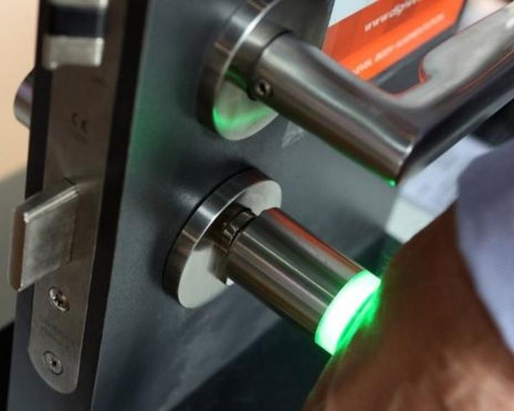 Mikrocsipet ültetnek be egy amerikai cég dolgozóiba