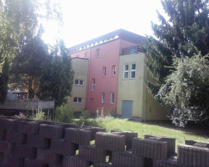 A pécsi püspökség megvette a komlói belvárosi iskolai és óvodai ingatlant