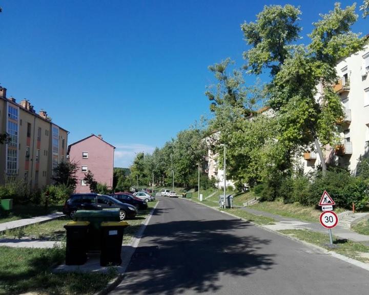 Új aszfalt a komlói Eötvös utcában