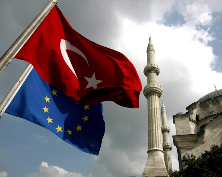 EB: Ankara politikája lehetetlenné teszi Törökország uniós csatlakozását
