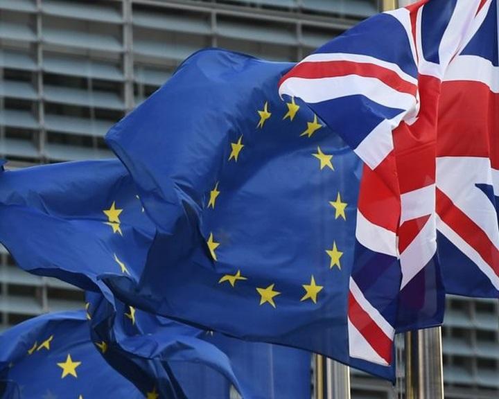 Juncker és May: fel kell gyorsítani a kiválási tárgyalásokat