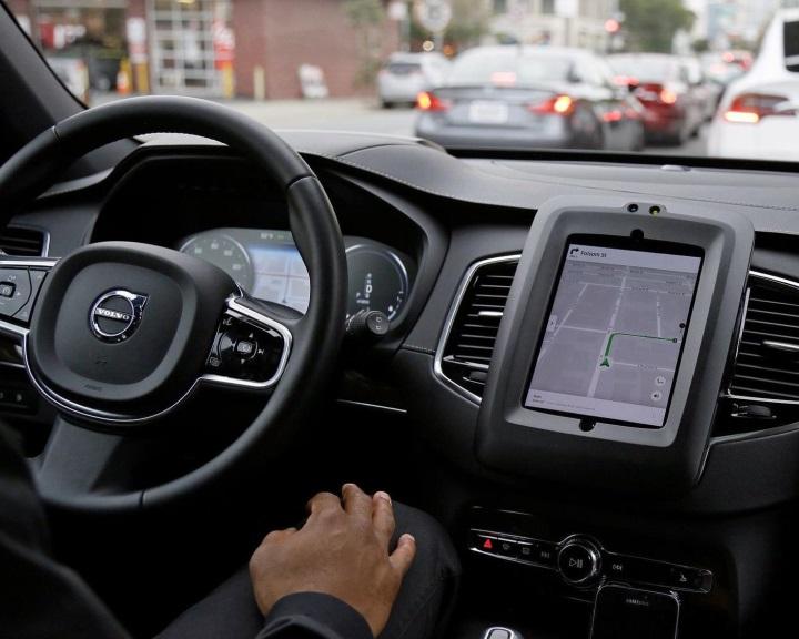 Kalifornia engedélyezte a vezetők nélküli tesztutakat