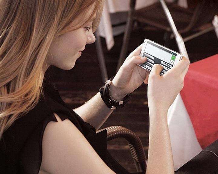 NMHH: október 24-től ingyenes a mobilok hálózatfüggetlenítése a hűségidő lejártakor