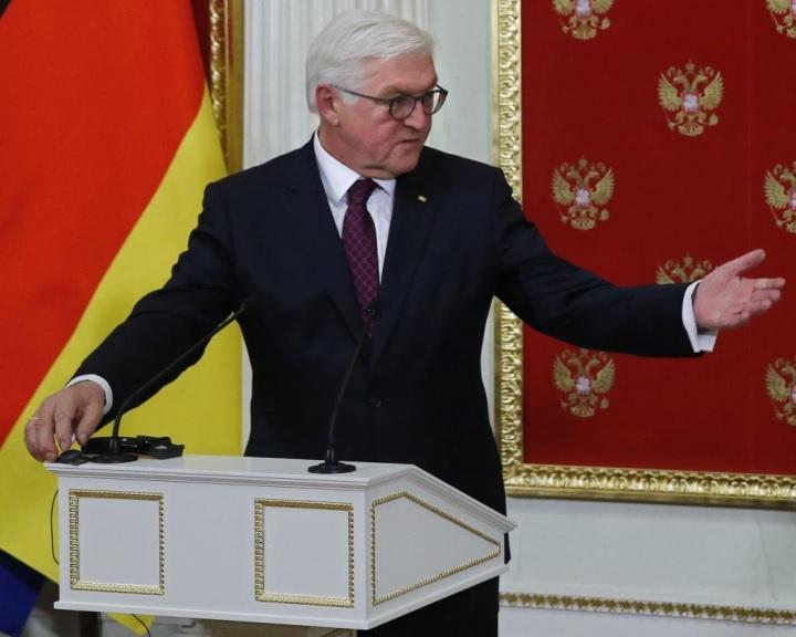 Steinmeier: meg kell haladni az elidegenedést a német-orosz viszonyban
