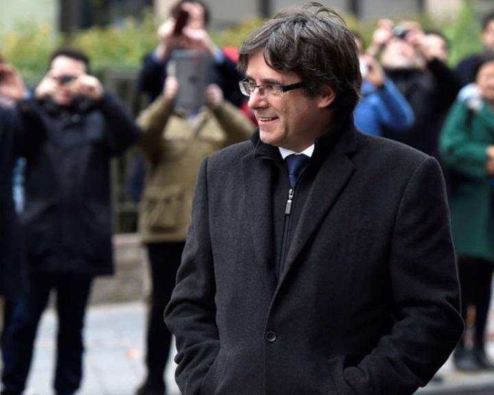 Katalán válság - November 17-én kell bíróság elé állnia Puigdemontnak