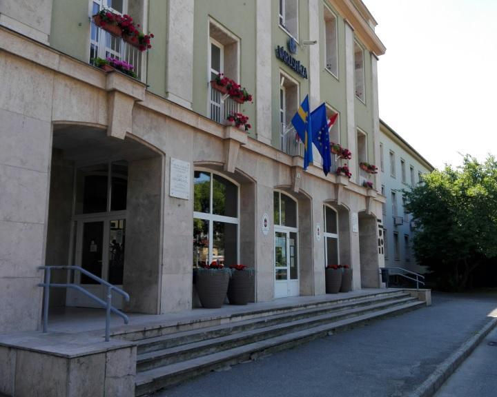 Napelemek a komlói városházán