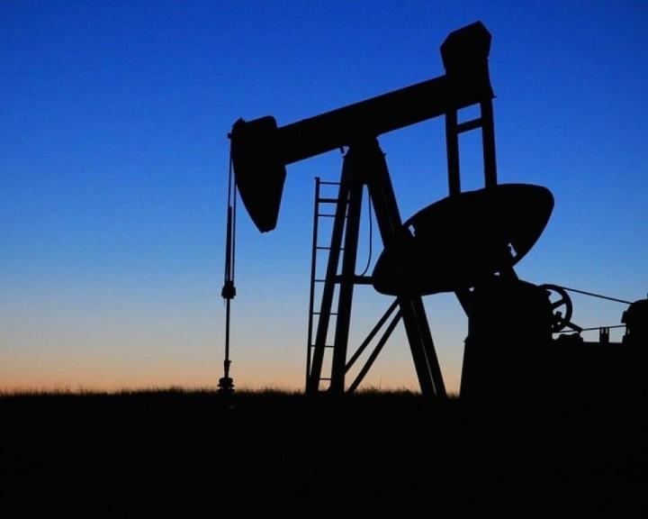 Az OPEC megállapodott az olajtermelés csökkentésének meghosszabbításáról