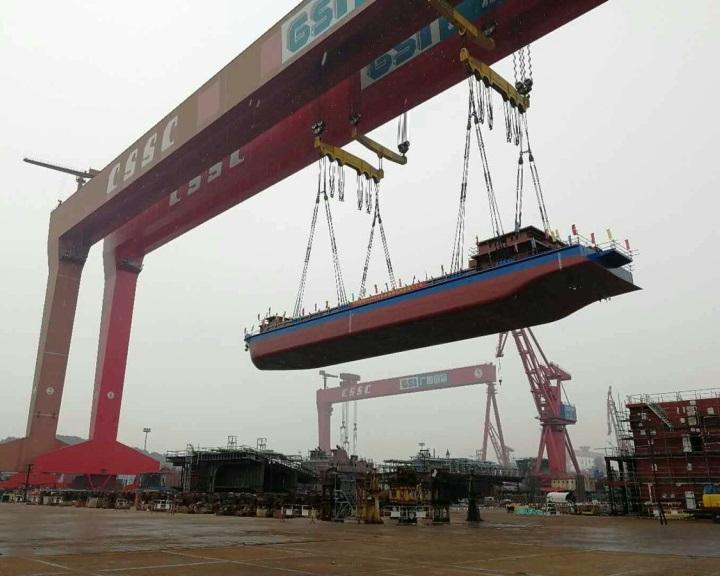Kína első elektromos teherhajója 2300 tonna szenet szállít