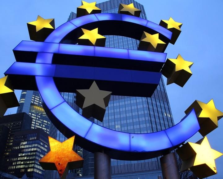 Euróövezeti valutaalap létrehozását kezdeményezte az Európai Bizottság