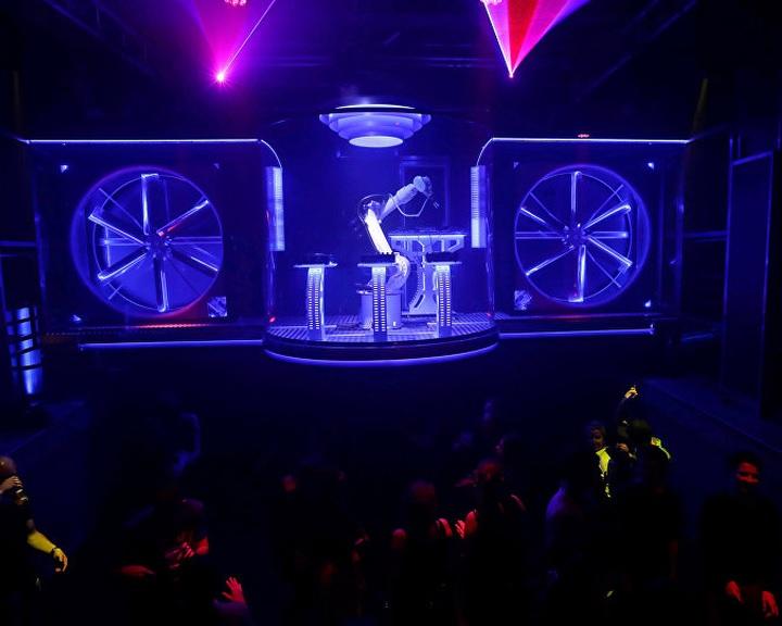 Robotra cserélték a DJ-t egy prágai klubban