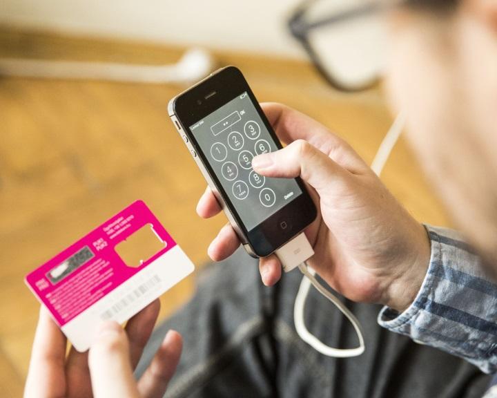 NMHH: 3,5 millió feltöltőkártyás mobilnál lesz idén adategyeztetés