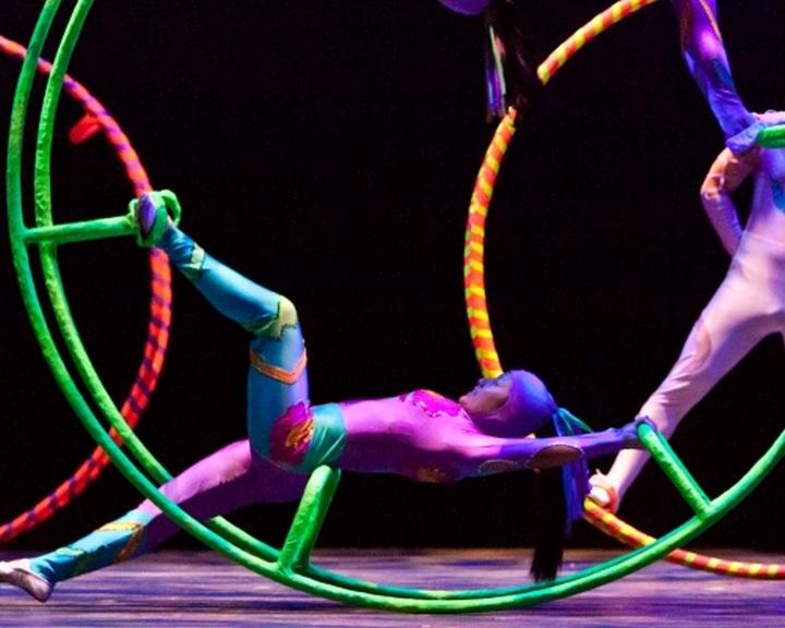 Nemzetközi utcaszínházi és -cirkuszi versenyt hirdet a Zsolnay Fényfesztivál