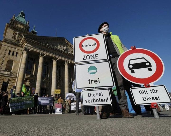 Ki lehet tiltani a régebbi dízelautókat a szennyezett levegőjű német városokból