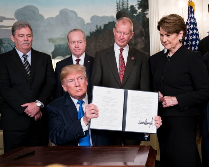 Az amerikai elnök védővámokat jelentett be kínai termékekre
