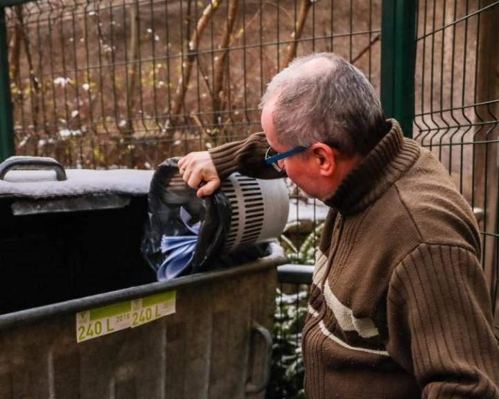 Házhoz jönnek a szemétdíj-hátralékért Komlón