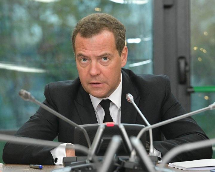 Ismét Medvegyevet jelölte kormányfőnek Putyin