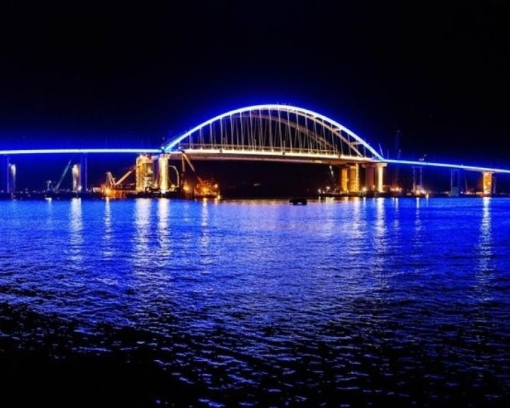 Putyin felavatta a Krími-híd közúti részét