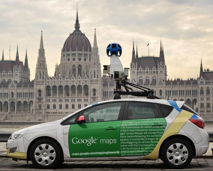 Elárasztják a kamerás Google-autók a magyar utakat, frissül a térképes alkalmazás utcanézete