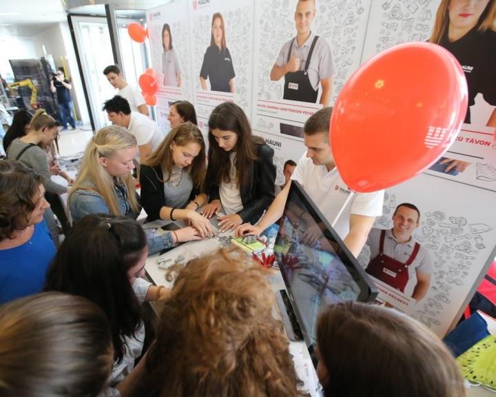 TechCsajok Pécsen - Műszaki pályára csábították a középiskolás lányokat