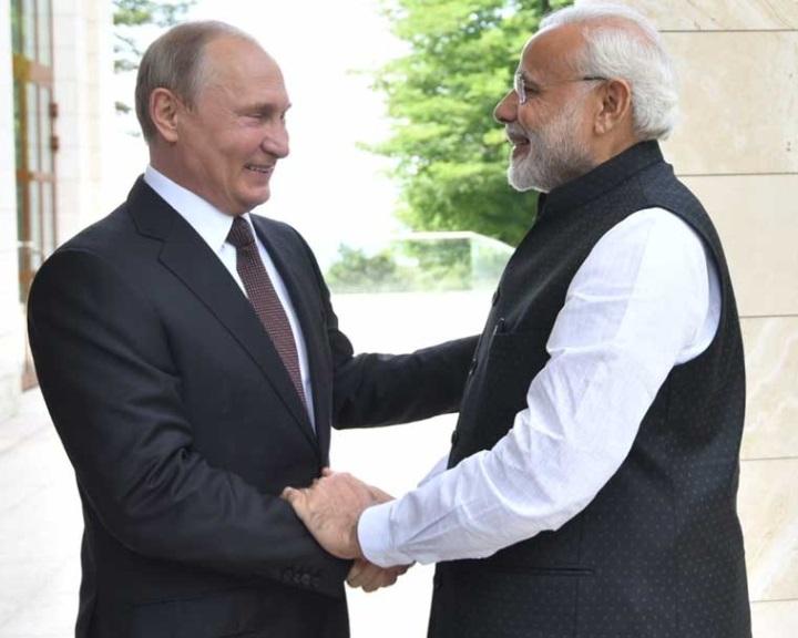Putyin az orosz-indiai katonai együttműködést méltatta Modinak