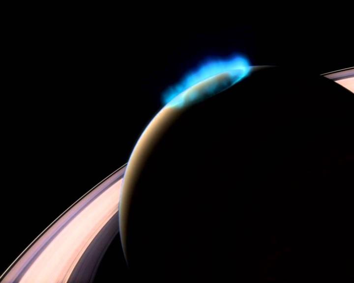 Sarki fény ragyog délben a Szaturnuszon