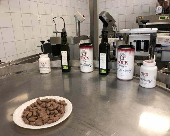 Átadták a Bock-pincészet villányi szőlőmagtabletta-gyártó üzemét