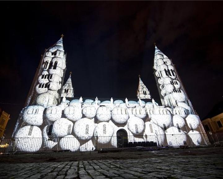 Magyar csapat nyerte a 3. Zsolnay Fényfesztivál fényfestőversenyét